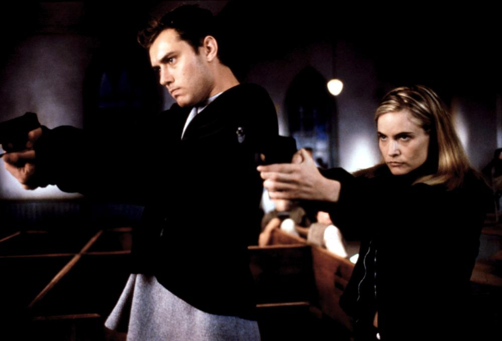 EXISTENZ, Jude Law, Jennifer Jason Leigh, 1999, pointing guns